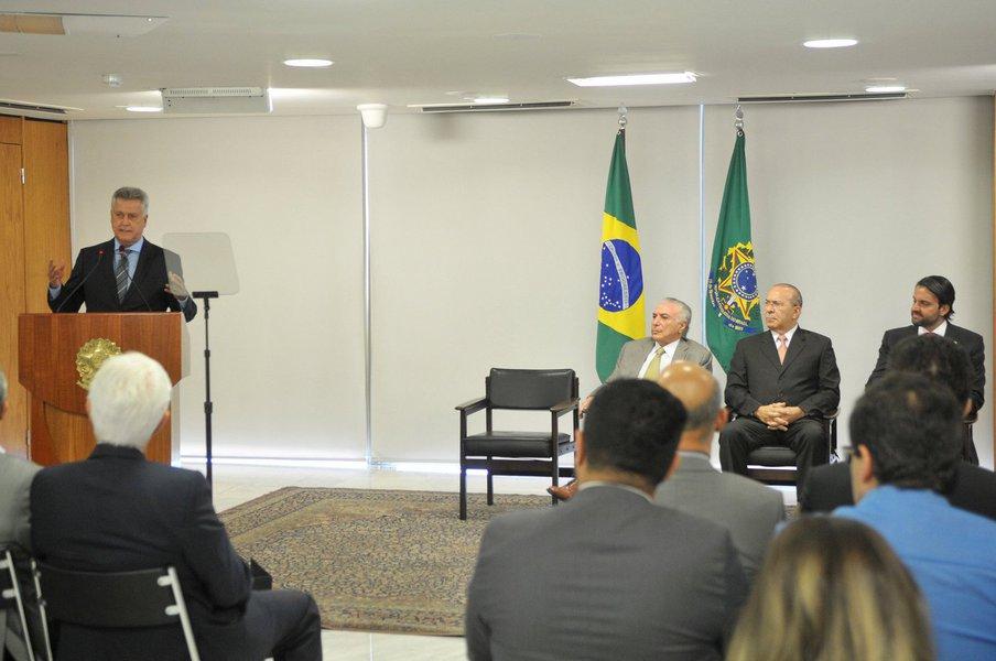 O termo de cooperação foi assinado na manhã desta segunda-feira (22) e prevê investimentos de R$ 330 milhões no metrô de Brasília; o projeto prevê a modernização da linha 1 da capital federal, além de outras obras de infraestruturas de transporte em Brasília