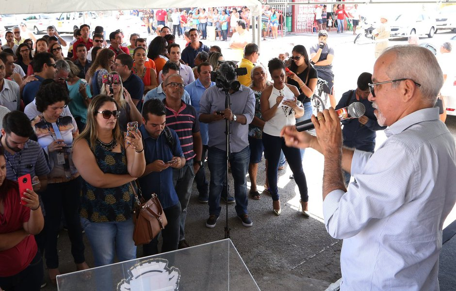 Na manhã desta segunda-feira (22) o prefeito de Aracaju, Edvaldo Nogueira (PCdoB) assinou duas ordens de serviço para iniciar a drenagem e pavimentação das avenidas Caçula Barreto e Tarcísio Daniel, o que inclui a cobertura do Canal 3, e a urbanização da primeira etapa do Loteamento Barroso; juntas, estas obras representam um investimento de mais de R$ 6,3 milhões