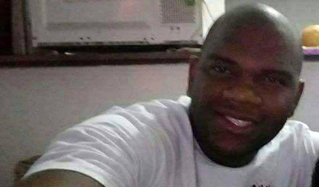 A vítima é o soldado Dejair Jardim do Nascimento, de 29 anos; crime ocorreu sábado (10) à noite, em São Gonçalo, região metropolitana do Rio; o militar estava perto de um supermercado e foi pego de surpresa pelos disparos feitos por homens em um carro; em menos de dois meses, já são 15 o número de policiais militares mortos
