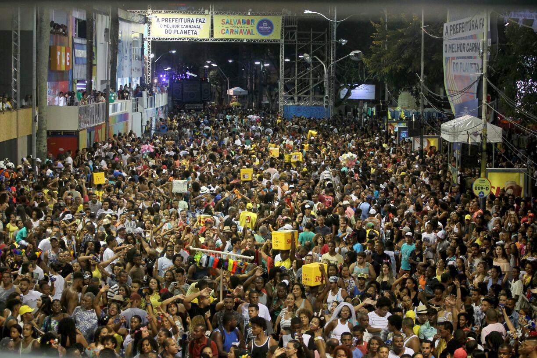 O axé é o destaque desta sexta-feira de carnaval em Salvador;No Circuito Dodô, que faz o percurso Barra-Ondina, a Timbalada se apresenta às 17h. Psirico sai às 19h15 e às 19h30 tem Cheiro de Amor; Anitta comanda o Bloco das Poderosas às 20h; ainda se apresentam Carlinhos Brown (20h15), É o Tchan (20h45) e Margareth Menezes (22h); confira a programação completa