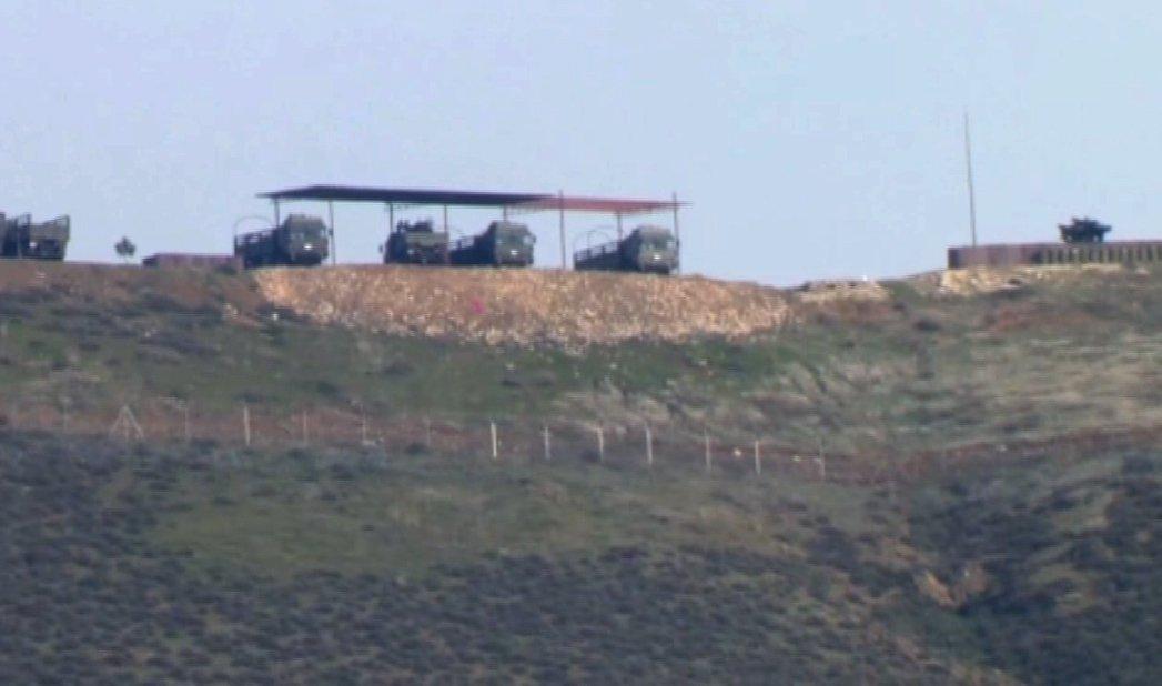 A manobra representa uma resposta do Governo turco ao anúncio da coalizão liderada pelos Estados Unidos de criar uma nova força de segurança na Síria; a Turquia deslocou mísseis Tomahawk na zona fronteiriça com a Síria. Um vídeo mostra os complexos localizados em Kirikhan e Yayladagi, na província turca de Hatay