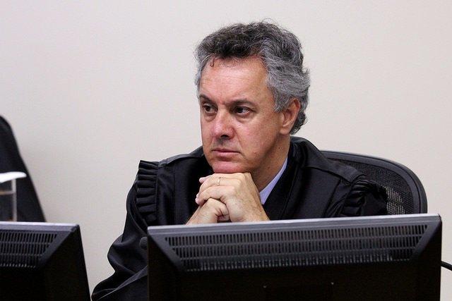 Os três desembargadores da 8ª Turma do TRF-4, João Gebran Neto (relator do caso), Leandro Paulsen (revisor) e Víctor Laus estão a ser também julgados pela comunidade internacional que, com lupa, está a observar até onde os togados do Judiciário, especificamente do TRF-4