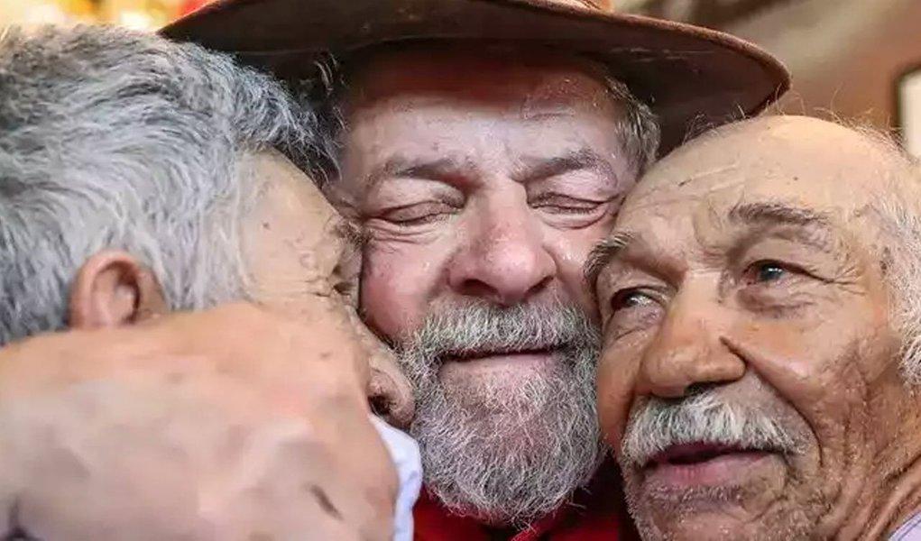 O Partido dos trabalhadores no Piauí irá lançar, amanhã (11), às 19h, o Comitê Estadual em Defesa da Democracia e de Lula, que acontece no Cine Teatro da Assembleia Legislativa; além, do governador Wellington Dias, estão confirmadas as presenças da bancada estadual do PT Piauí, parlamentares de outros partidos políticos aliados, bem como líderes de movimentos sociais e sindicais