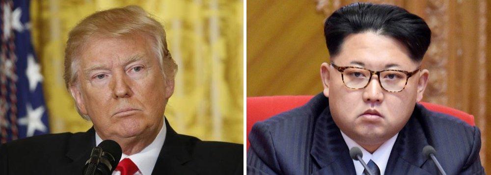 """O presidente norte-americano, Donald Trump, falou sobre suas boas relações com o líder norte-coreano, Kim Jong-un; """"Provavelmente, tenho boas relações com Kim Jong-un. Eu apoio relação com pessoas"""", declarou Trump ao Wall Street Journal, admitindo que isso possa causar espanto; ele, no tanto, se recusou a responder sobre se já conversou alguma vez com o líder norte-coreano"""