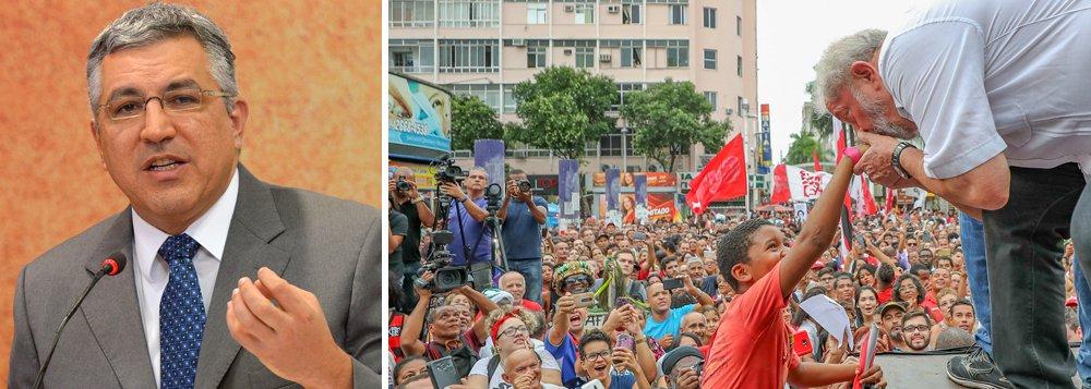 """Coordenador da mobilização popular em defesa de Lula e da democracia, com foco em Porto Alegre no dia 24, o vice-presidente do PT, Alexandre Padilha, está otimista com a formação de até agora ao menos 6.000 comitês em todo o Brasil e o entusiasmo dos participantes; """"Tomei um banho de energia positiva neste final de semana"""", disse ele à TV 247 nesta segunda-feira 15; """"Não vi nenhum comitê se armando, pegando taco, pedra, nada. São comitês de alegria, banner, camiseta. Muitos comitês sendo criados na internet"""", detalhou; assista"""