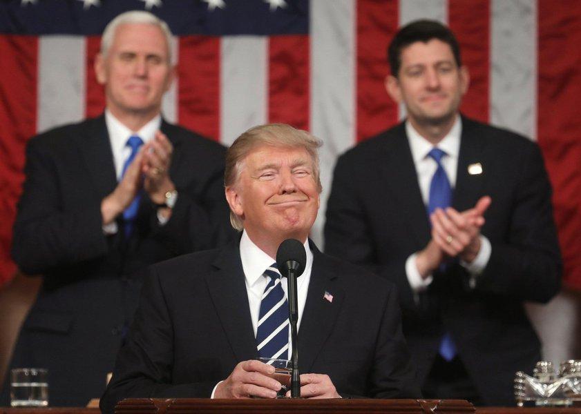 Buscando conciliação entre umanação polarizada, Donald Trump discursou na noite desta terça-feira (30) sobre o Estado da União; por um lado, vangloriou-se da recuperação econômica americana e inflamou o espírito patriota da nação; por outro, criticou a política de imigração americana e culpou imigrantes ilegais por clima de insegurança no páis