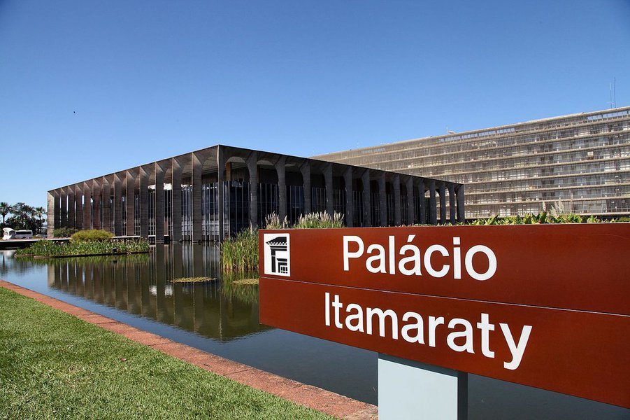 Diplomacia brasileira não deve ser usada para exportar golpes contra outras democracias