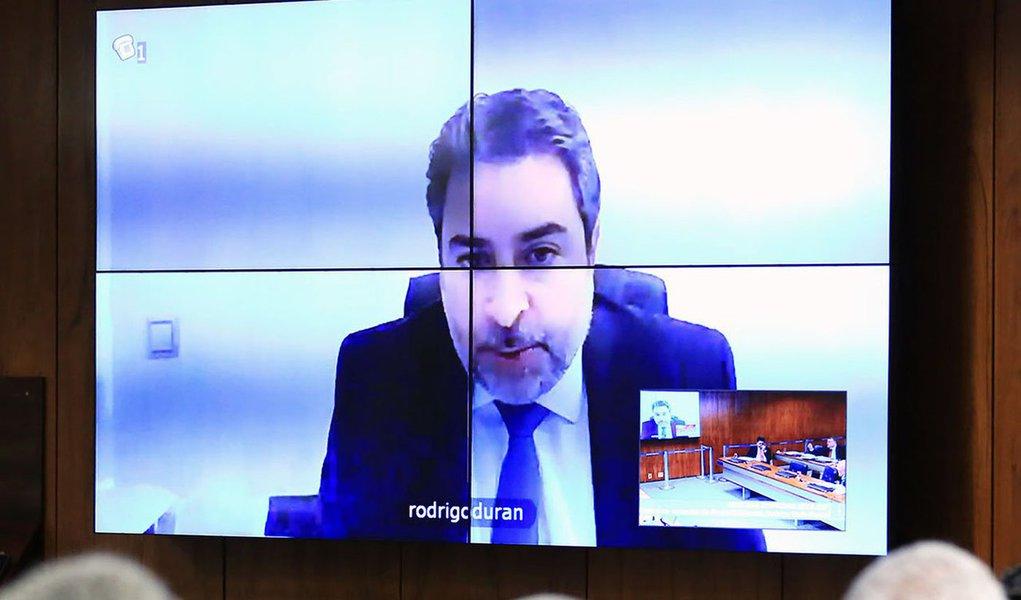 A defesa do ex-presidente Lula teve negado pelo TRF4 o pedido para que o ex-advogado da Odebrecht Rodrigo Tacla Duran seja ouvido como testemunha; o habeas corpus foi julgado pelos desembargadores da 8ª Turma do Tribunal de Porto Alegre, em sessão nesta quarta-feira 21