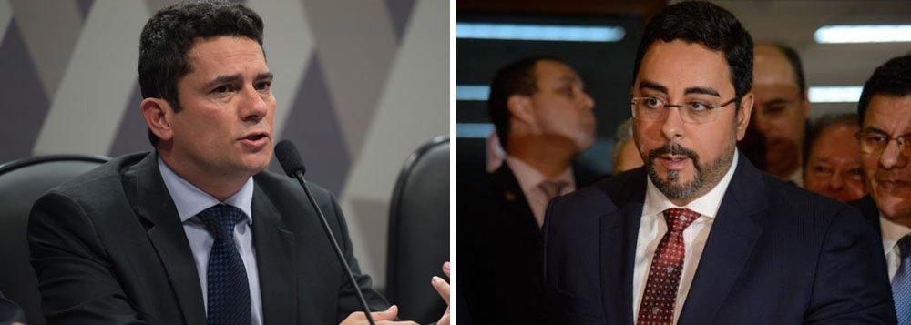 """Para Ranier Bragon, """"soa estarrecedor que alguns"""" dos condutores da Lava Jato, como Sergio Moro e Sergio Bretas, """"se escondam atrás de respostas escapistas para justificar o injustificável""""; """"Se usarem o mesmo rigor destinado a seus alvos, os líderes da Lava Jato devem não só abrir mão do auxílio, mas devolver aos cofres públicos tudo que receberam desde 2014, acrescido de um necessário mea-culpa"""", defende"""