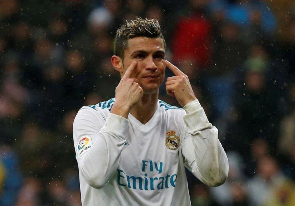 """""""esse é o clube dele e onde ele precisa estar"""", disse otécnico do Real Madrid, Zinedine Zidane; o jogador. de 32 anos, renovou seu contrato com o Real em novembro de 2016 até junho de 2021, mas está cobrando um novo acordo para elevar seu salário para o mesmo nível de Lionel Messi e Neymar, os jogadores mais bem pagos do mundo, de acordo com reportagens"""