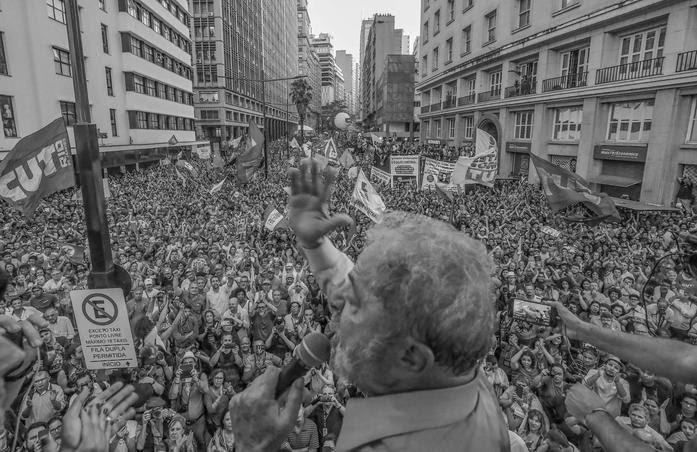 A manutenção da condenação de Lula, decidida nesta quarta-feira pelo TRF-4 agrava ainda mais a crise política no país, aumenta as incertezas quanto ao futuro e dá mais argumentos à tese de perseguição política ao PT e ao ex-Presidente