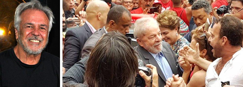 """Comandante da VPR e da VAR-Palmares, grupos armados que combateram a ditadura militar nos anos de chumbo a partir de 1968, Antônio Roberto Espinosa fez uma revelação preocupante na entrevista ao vivo à TV 247 nesta terça-feira 23; ele disse que no regime ditatorial não se condenava sem provas, que é o que o juiz Sérgio Moro está fazendo com Lula; ele também acredita que os desembargadores do TRF4 podem adiar o julgamento desta quarta; """"É a solução mais inteligente, porque, se absolverem Lula ganha a eleição""""; assista à íntegra"""