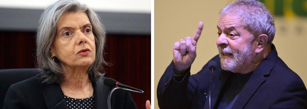 A proposta que as elites, representadas no Supremo Tribunal Federal, oferecem ao ex-presidente Lula é escancarada: saia da disputa presidencial para que possamos rever a prisão em segunda instância; o eixo central do projeto é garantir a inelegibilidade de Lula antes de oferecer a ele a liberdade; no entanto, pacientemente, Lula tem mantido suas caravanas e já declarou que, a partir de uma certa idade, perde-se o medo; ou seja: ele se mantém candidato, mesmo na hipótese de prisão, e pode ver a ministra Cármen Lúcia pautar a questão da segunda instância antes do registro das candidaturas