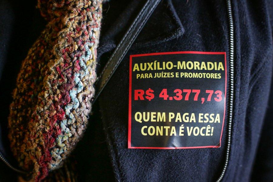 19/06/2015 - PORTO ALEGRE, RS, BRASIL - Servidores do Poder Judiciário do RS decidem por unanimidade a Greve da categoria a partir da próxima quinta-feira. Foto: Guilherme Santos/Sul21