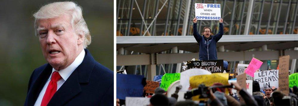 Juiz distrital dos EUA William Alsup, de San Francisco, impediu liminarmente o governo do presidente dos Estados Unidos, Donald Trump, de acabar com um programa que protege de deportação jovens levados ilegalmente aos EUA por seus pais; governo Trump havia anunciado que iria rescindir o Daca, programa de proteção a crianças imigrantes criado pelo ex-presidente Barack Obama
