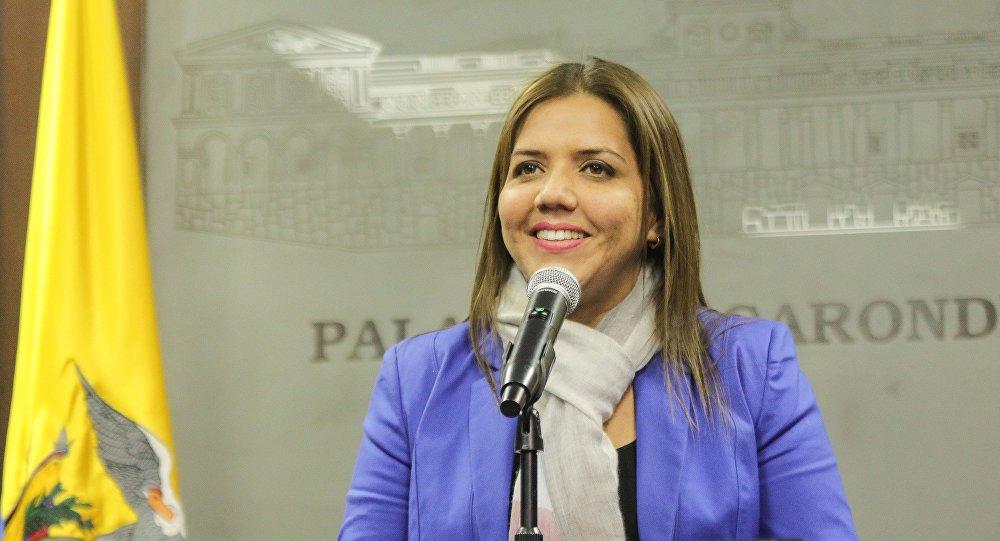 A Assembleia Nacional do Equador escolheu neste sábado a nova vice-presidente do país: Maria Alejandra Vicuña; ela irá substituir Jorge Glas, condenado e preso por envolvimento com o pagamento de propinas da empreiteira Odebrecht no país; seu nome foi aprovado por 70 votos dos 106 presentes na sessão; ela fazia parte de uma lista enviada pelo presidente Lenín Moreno