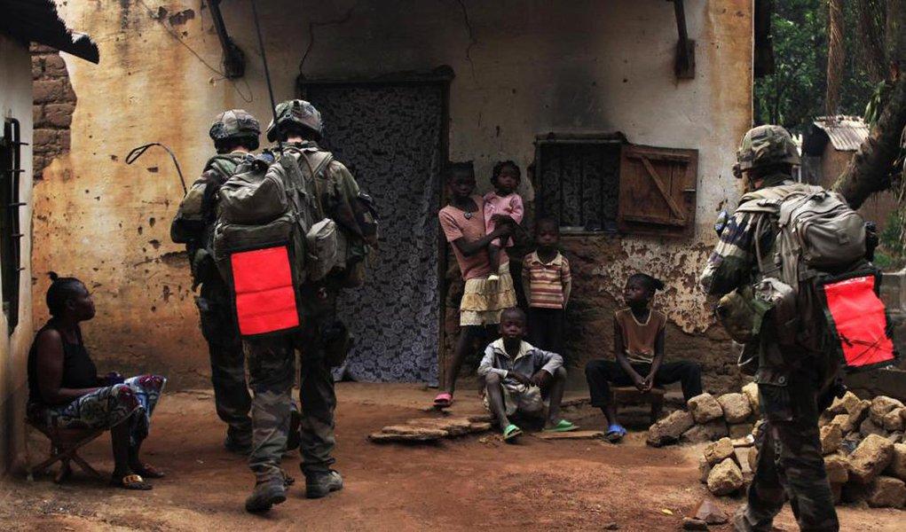 O Comitê Internacional da Cruz Vermelha advertiu sobre a crise causada pela guerra civil que acontece desde 2013 na República Centro Africana; de acordo com a Cruz Vermelha, metade da população do país necessita de ajuda humanitária