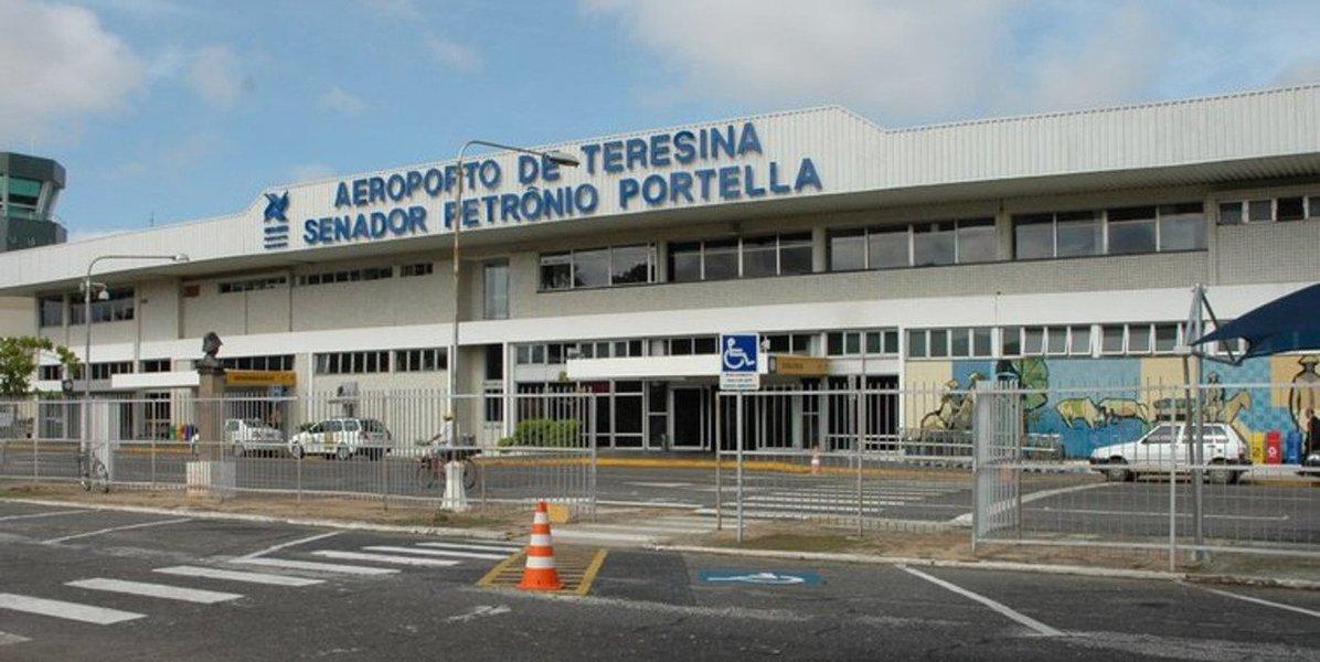 No total, 1.104.376 de passageiros embarcaram ou desembarcaram no Aeroporto de Teresina em 2017; com capacidade para receber mais de dois milhões de passageiros por ano, o terminal tem uma média diária de 3.030 passageiros e 52 operações regulares para diversos destinos brasileiros, como São Luís (MA), Fortaleza (CE), Guarulhos, Congonhas e Campinas (SP), Brasília (DF), Recife (PE), Belém (PA), Rio de Janeiro (RJ), além da cidade piauiense de Parnaíba