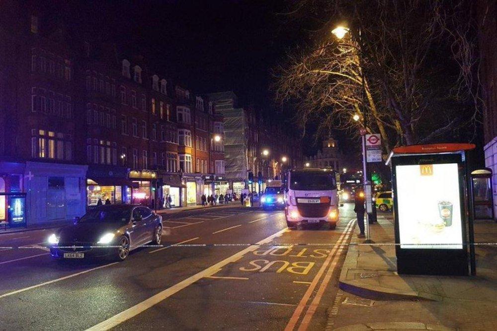 """Polícia britânica disse que um pacote encontrado perto da estação ferroviária de Kings Cross, em Londres, que provocou uma alerta de segurança, foi considerado não suspeito; """"pacote foi considerado não suspeito e barreiras estão sendo removidas agora"""", disse a polícia local no Twitter"""