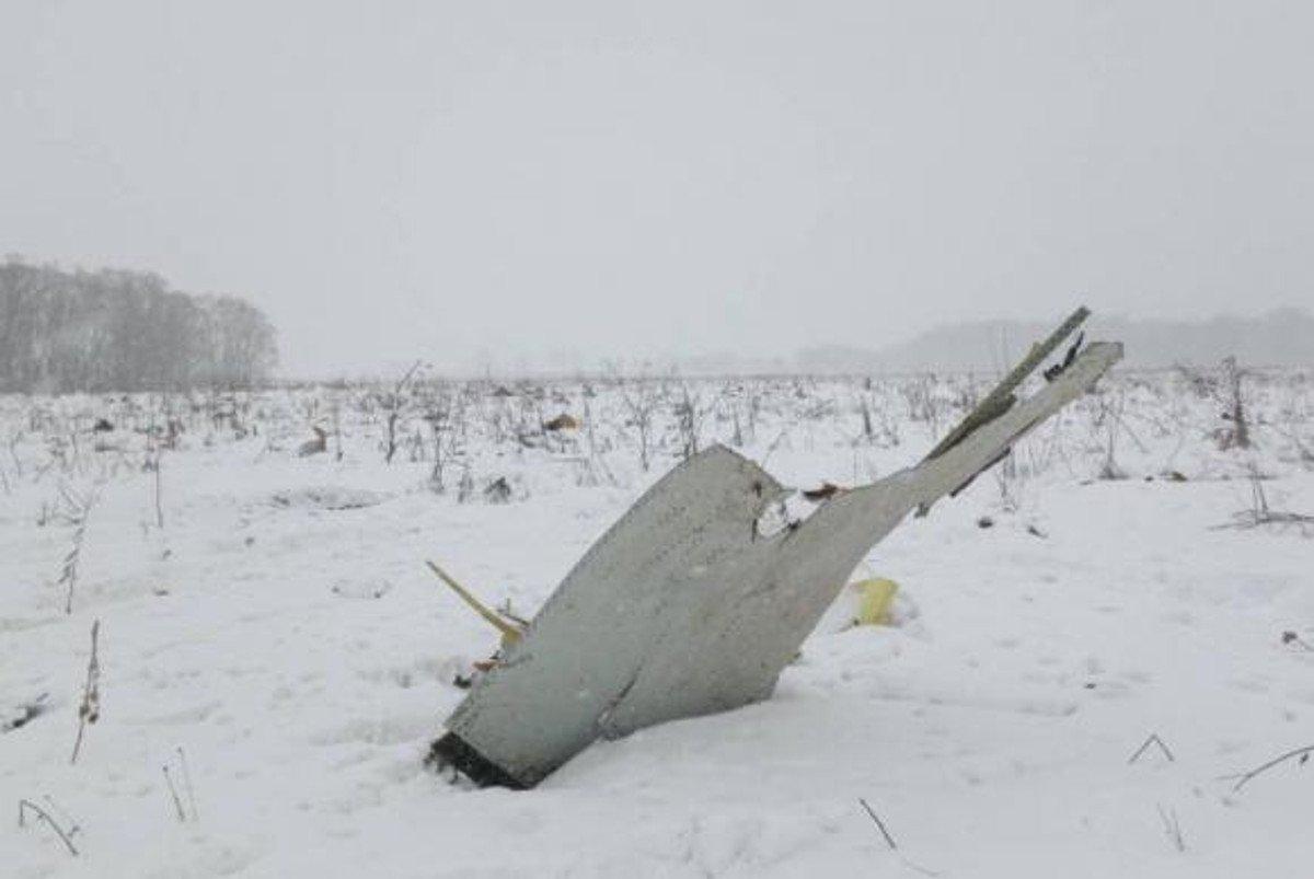 O ministro de Transportes da Rússia, Maxim Sokolov, chefe da comissão governamental encarregada de investigar o acidente com o avião bimotor AN-148, que caiu nos arredores de Moscou neste domingo (11) e matou as 71 pessoas a bordo, indicou as vítimas, todas russas, serão identificadas por exames de DNA; o avião, da empresa aérea Saratov Airlines, desapareceu dos radares minutos após decolar do aeroporto internacional de Domodedovo, em Moscou