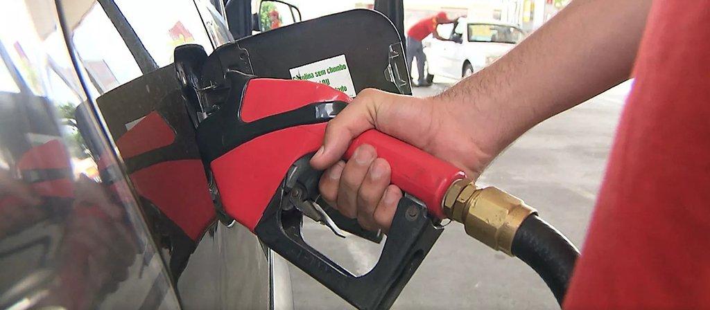 Dados daAgência Nacional de Petróleo, Gás Natural e Biocombustíveis (ANP) apontaram que aMinas Gerais ocupa a terceira posição entre os estados com gasolina mais caras no País; o valor médio do litro do combustível na última semana foi de R$ 4,423; perde apenas para o Acre (R$ 4,719) e para o Rio de Janeiro (R$ 4,651)