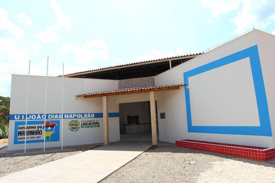 """Além de substituir escolas de taipa e de barro por escolas de alvenaria, o Governo do Maranhão já proporcionou com as construções das escolas mais de 900 postos de empregos diretos em todo o Estado; """"Em meio à crise que assola país, o Governo Flávio Dino consegue, com investimentos planejados e integrados, manter a economia aquecida melhorando as condições de vida da população"""", destacou o secretário de Estado da Infraestrutura, Clayton Noleto"""