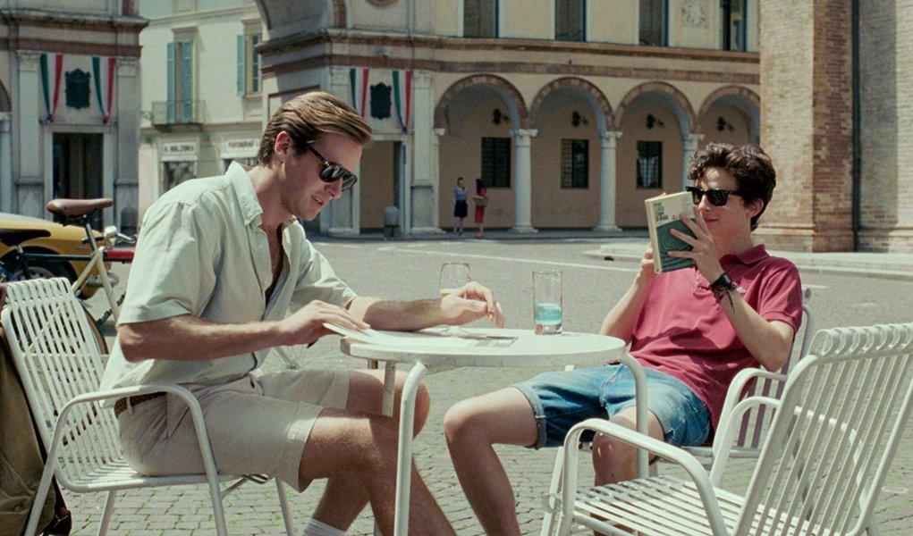 """Afastado do cinema desde 2009, James Ivory (""""Uma janela para o amor"""", """"Retorno a Howards End"""") planejava retornar com uma adaptação de """"Me chame pelo seu nome"""", romance de estreia do autor egípcio-americano André Aciman. Ele viu potencial nesta história que mostra, entre outros pontos, o desabrochar da sexualidade de um jovem de 17 anos durante o verão italiano de 1983"""