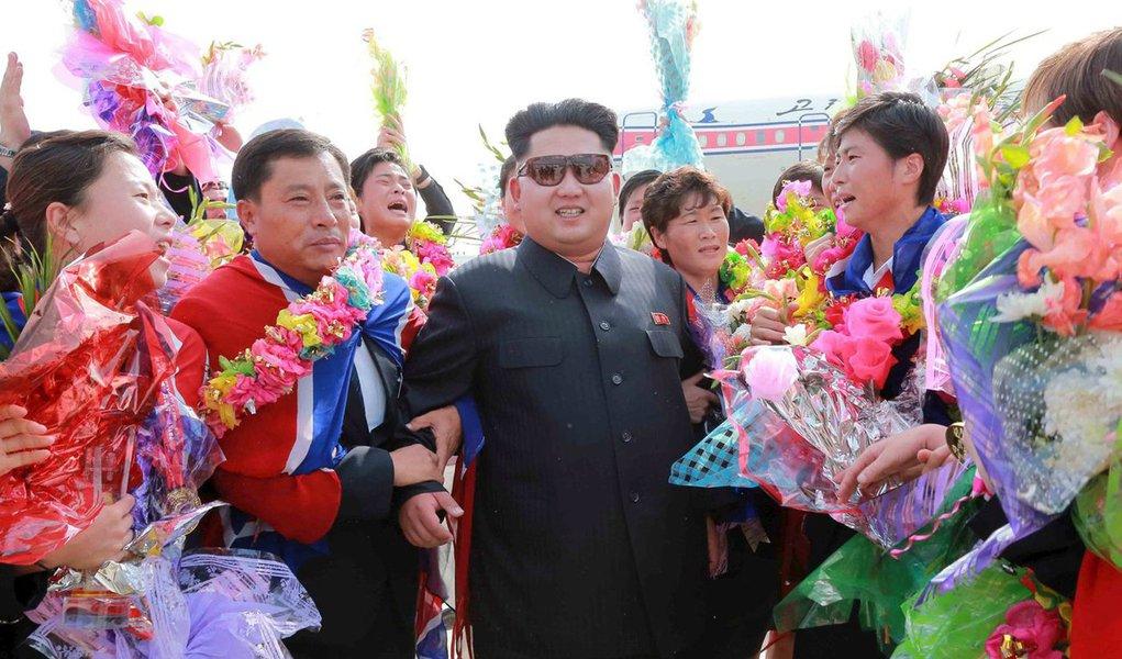 Coreia do Norte propôs à Coreia do Sul, durante reunião de alto nível realizada na fronteira, o envio de 230 animadoras aos Jogos Olímpicos de Inverno que serão realizados em fevereiro no condado sul-coreano de PyeongChang; regime norte-coreano também propôs que a delegação que enviará aos jogos viaje por terra e atravesse a passagem situada na faixa ocidental da fronteira; reunião desta quarta-feira (17) foi a segunda de alto nível entre as duas Coreias em pouco mais de uma semana
