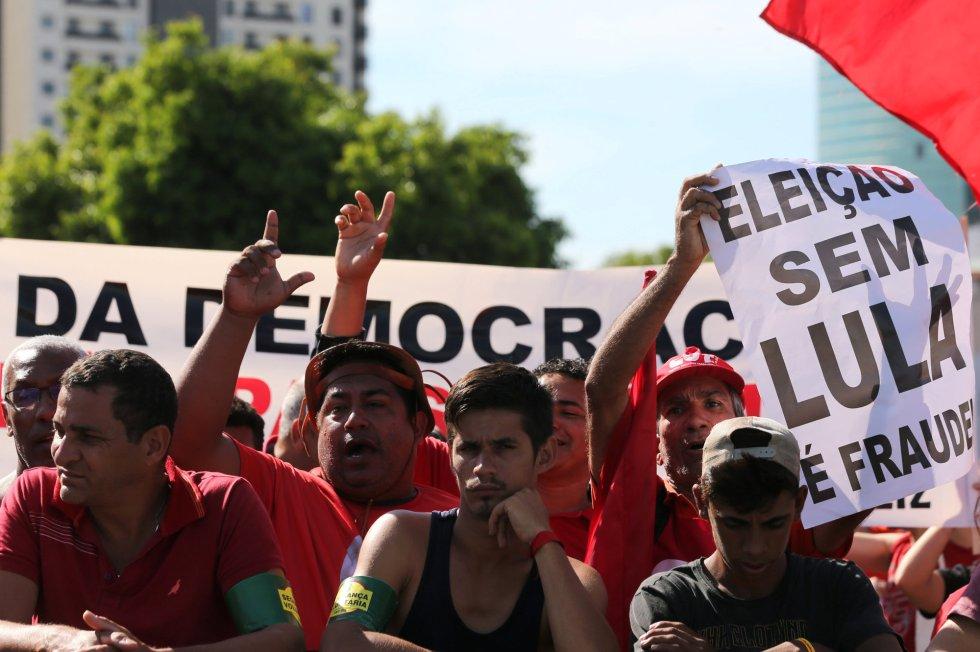 """No dia do julgamento em Porto Alegre, e no dia seguinte principalmente em São Paulo, e também outras capitais, mais de 100 mil pessoas em pleno verão saíram em defesa de Lula. Os """"coxinhas"""" eram uns gatos-pingados"""
