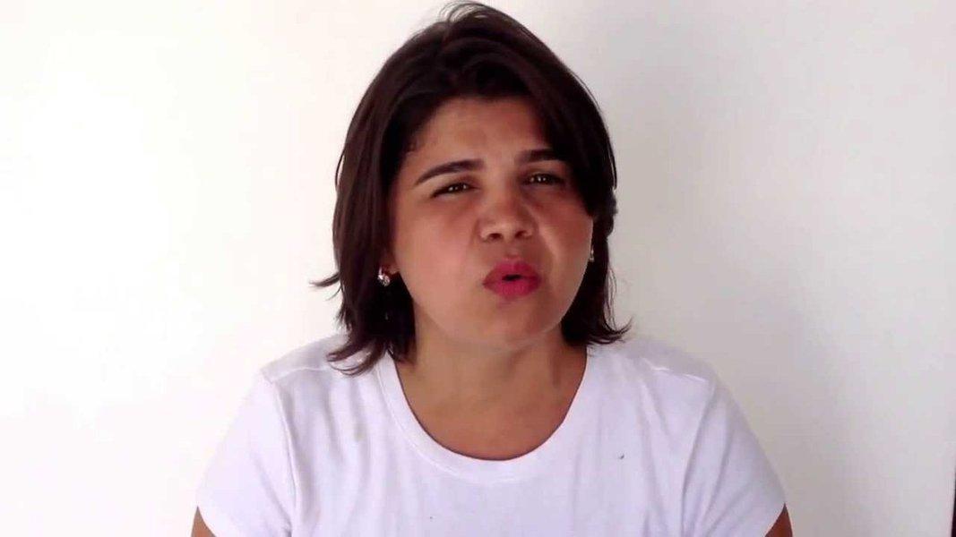 """Ameaçada após divulgar vídeo em que faz críticas ao deputado Jair Bolsonaro na semana passada, a militante do Psol e youtuber Adelita Monteiro responde, em novo vídeo, às ameaças e comentários preconceituosos recebidos. """"Vocês não vão conseguir me calar"""", afirma. """"Vou responder todo esse ódio mandado para mim com muita criatividade e humor"""", disse ela, prometendo uma surpresa aos eleitores do parlamentar carioca"""