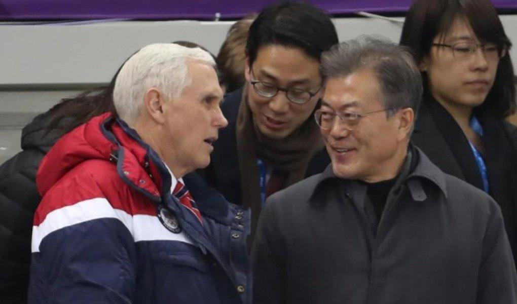 O vice-presidente norte-americano, Mike Pence, disse em entrevista a um jornal que seu país e a Coreia do Sul acertaram os termos de um engajamento diplomático maior com os norte-coreanos, primeiro com Seul e depois possivelmente com conversas diretas com Washington sem pré-condições