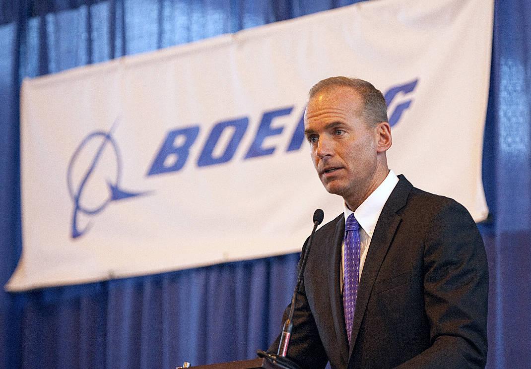 """A Boeing vê um """"excelente encaixe estratégico"""" em uma possível aquisição da fabricante brasileira de aviões Embraer, mas a operação não é essencial para o grupo norte-americano, disse o presidente-executivo da Boeing, Dennis Muilenburg, nesta quarta-feira; """"Na realidade estamos trabalhando nisso há muitos anos"""", disse Muilenburg, descartando informações de que a Boeing está preocupada com o recente acordo entre a rival europeia Airbus e a fabricante canadense Bombardier"""