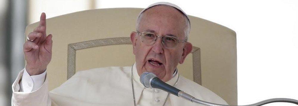Papa Francisco fala na Praça São Pedro, no Vaticano. 24/2/2016. REUTERS/Max Rossi