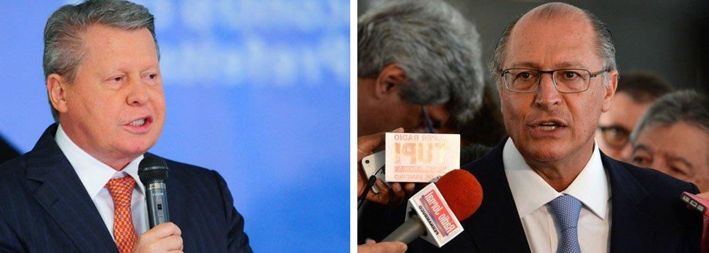 """""""O nunca pacífico ninho tucano está mais às bicadas do que nunca. O prefeito de Manaus,Arthur Virgílio, anunciou que não participará mais da prévia para escolher ocandidato do PSDBàPresidência"""", aponta Fernando Brito, editor do Tijolaço"""