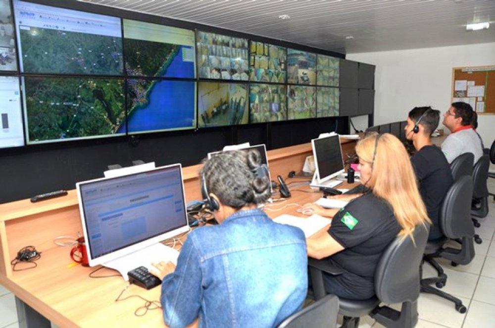 Mais de 530 câmeras registram imagens em pontos estratégicos, em tempo real, sendo possível acompanhar a movimentação em todos os presídios de Alagoas; ação faz parte do plano de modernização e reaparelhamento do sistema prisional e as câmeras possuem infravermelho, o que dá qualidade ao monitoramento noturno