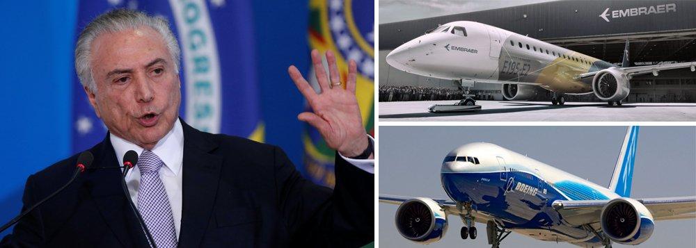 """Já está no Palácio do Planalto o o modelo do negócio no qual a Boeing e a Embraer criam uma empresa com 51% do capital pertence à empresa norte-americana; de acordo com uma fonte ouvida do setor privado, ouvida pelo jornal Valor Econômico, o mais relevante não é a participação da Boeing e da Embraer na joint venture, mas sim a fatia de cada uma na empresa operacional em si; """"A ideia ainda é que a Boeing tenha 80% a 90% da empresa operacional"""", disse"""