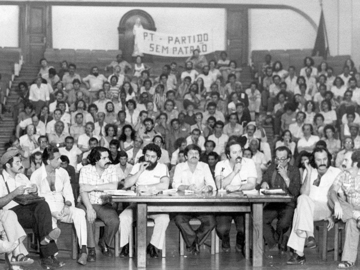 """""""Sempre se viu e sempre se verá o PT ao lado dos trabalhadores rurais, dos operários das cidades, reivindicando o fim da desigualdade. É por isso que é o partido preferido dos brasileiros até hoje"""", destaca a senadora e presidenta do partido, Gleisi Hoffmann; o Partido dos Trabalhadores, fundado em 1980, comemora 38 anos neste sábado 10"""