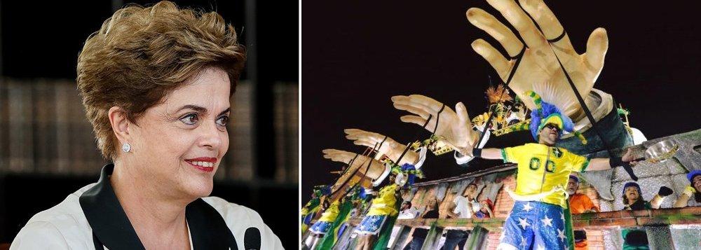 """Assim como milhões de brasileiros, a presidente legítima e deposta Dilma Rousseff também lavou a alma neste carnaval, marcado pelo """"Fora Temer"""";""""O carnaval do 'Fora Temer' e do Lula Lá'. No Rio, a escola de samba Paraíso do Tuiuti levanta a arquibancada cantando contra a escravidão e a injustiça de uma opressão que nunca acabou"""", disse a presidente deposta em sua página no Twitter"""