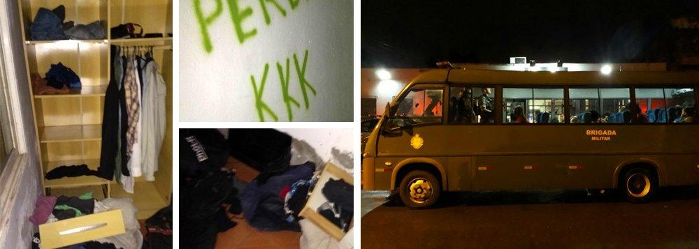"""Levante Popular da Juventude afirma que, após a detenção de 26 militantes do movimento em Porto Alegre no dia do julgamento do ex-presidente Lula, """"soldados armados e sem mandado de busca e apreensão invadiram a casa de um dos jovens, reviraram seus pertences, picharam as paredes com mensagens de provocação e ódio, agrediram, intimidaram e conduziram arbitrariamente o grupo de jovens que lá se encontrava, para o 3° Departamento de Polícia de Porto Alegre""""; em nota, o movimento diz que os """"jovens ficaram por uma média de 9 horas dentro do camburão, submetidos a abusos"""""""