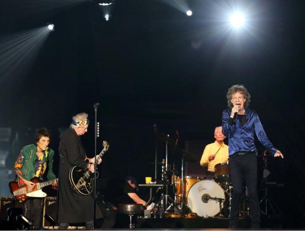 """Os Rolling Stones anunciaram seus primeiros shows no Reino Unido em cinco anos nesta segunda-feira, incluindo apresentações em dois estádios diferentes em Londres; a banda, formada em 1962, é uma das mais bem-sucedidas ainda fazendo turnês; como parte de sua turnê """"The Stones - No Filter"""", eles se apresentarão no Reino Unido, assim como na Alemanha, França, Polônia, República Tcheca e Irlanda"""