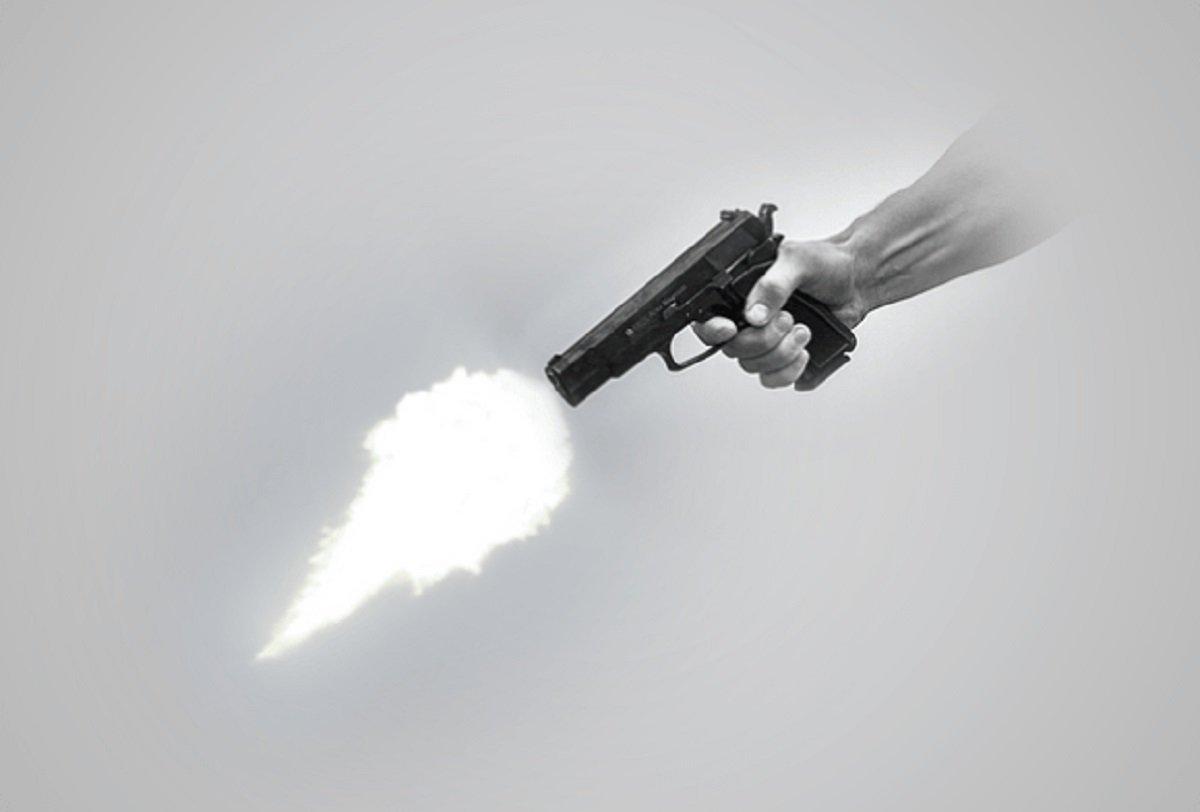 Duas mulheres e um homem foram assassinados na madrugada de hoje (29), no bairro Parque Santa Fé, aparentemente por uma nova ação do crime organizado.Os três foram assassinados com tiros de fuzil 765, arma usada pelas facções criminosas