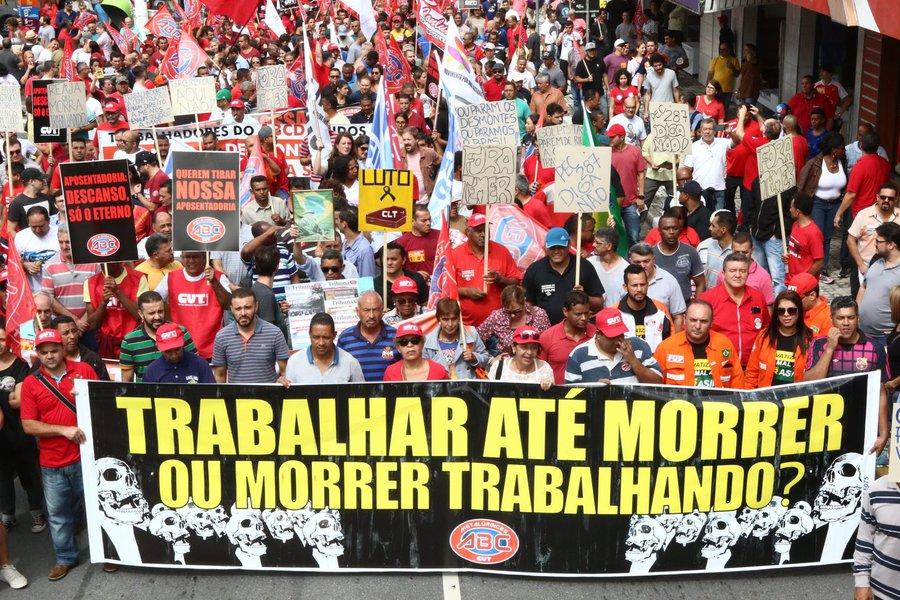 """Centrais sindicais vão realizar em 19 de fevereiro um dia nacional de luta, em nova etapa da mobilização contra a proposta do governo Temer de """"reforma"""" da Previdência Social; dirigentes de várias entidades se reuniram nesta quarta-feira (31), na sede da Força Sindical, em São Paulo, para definir as próximas atividades"""