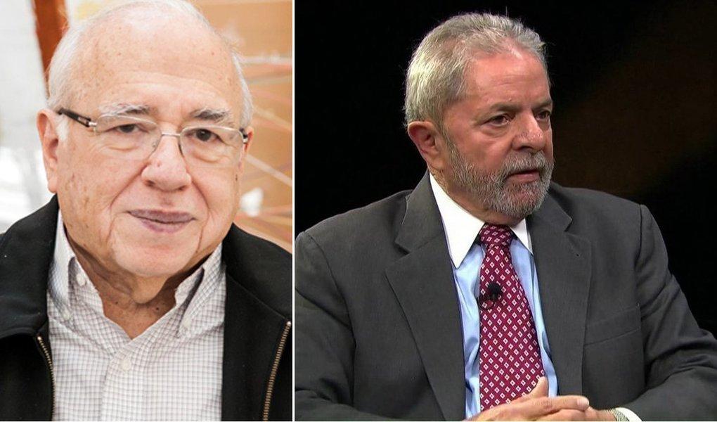 """O escritor Luis Fernando Verissimo afirma em artigo neste domingo, 28, que a condenação do ex-presidente Lula pelo TRF-4 se deu em meio à palavra cheia de si dos juízes contra o grito de protesto das ruas; """"Os juízes foram enfadonhos, mas meticulosos e didáticos, as ruas foram desorganizadas, desarticuladas e desafinadas. Milhares andando e gritando nas ruas em favor de Lula não tiveram a loquacidade de três juízes nas suas cadeiras macias. As palavras dos juízes abafaram os gritos da rua. Não era preciso nem levantar a voz. Foi covardia"""", diz ele"""