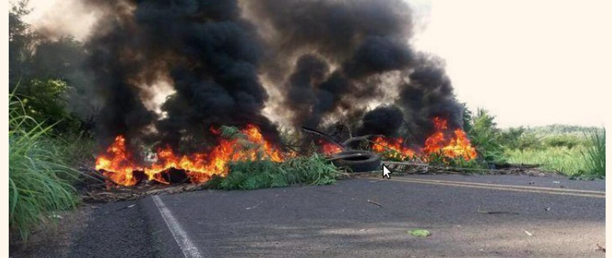 Moradores do município de União interditaram a rodovia PI-112 na manhã desta terça-feira (6) em protesto contra o aumento da passagem de ônibus para Teresina; nas vans, o valor passou de R$ 6,00 para R$ 8,00 e nos ônibus subiu de R$ 5,00 para R$ 8,00; os moradores atearam fogo em troncos de arvores e pneus, bloqueando toda a via, interditando a PI-112 nos dois sentidos desde às 6h