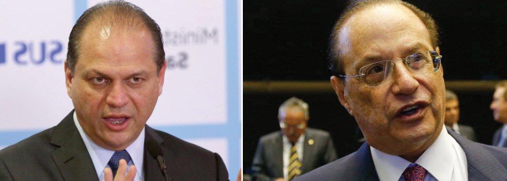 """O ministro da Saúde, Ricardo Barros, criticou a prisão do deputado federal Paulo Maluf (PP-SP), do seu partido, na véspera do recesso e acusou o Judiciário de fazer """"jogo político"""" contra o Congresso; """"Essas coisas, esse uso político, a conveniência do uso político da decisão judicial, eu acho inadequada. Todos nós estamos sujeitos, hoje em dia, a sermos presos, a sermos colocados sob pressão sem qualquer motivo, sem razão específica"""", disse ele; """"O problema é: quer mandar? Se eleja e vá mandar. Ministério Público não manda em nada, só recomenda. E eles ficam constrangendo. Não pode, não existe. E quando eles erram, jogam para debaixo do tapete. E se protegem entre eles"""""""