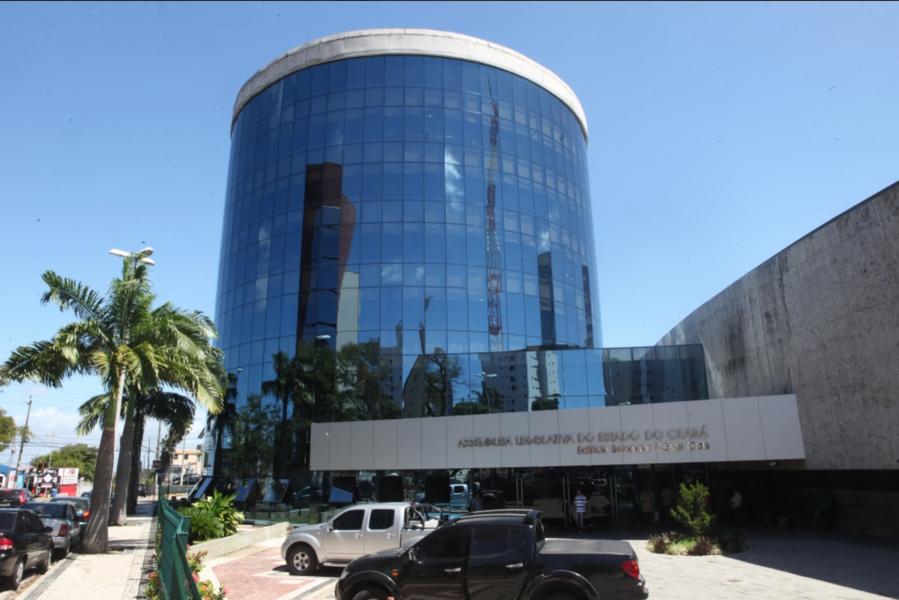 Nesta sexta-feira (2), a Assembleia Legislativa do Ceará dá início ao período legislativo de 2018. O governador Camilo Santana (PT) fará a leitura da mensagem governamental, com as prioridades para 2018 e o balanço das ações realizadas em 2017