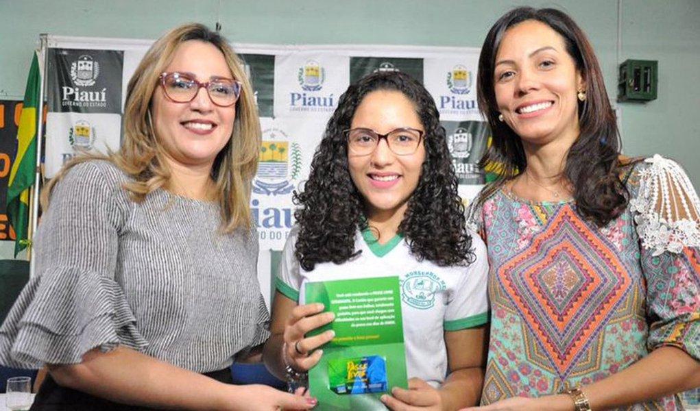 O Piauí foi novamente o estado com menor índice de candidatos que faltaram à prova do Exame Nacional do Ensino Médio (Enem) de 2017; enquanto no Brasil o índice de abstenção foi 32%, apenas 26,2% de estudantes piauienses não compareceram ao Enem; e mais uma vez os alunos da rede pública estadual contaram com o Passe Livre para chegar até os locais de prova na capital; no interior, a parceria com as empresas de transporte escolartambém garantiu a ida dos estudantes às cidades onde ocorreu o exame