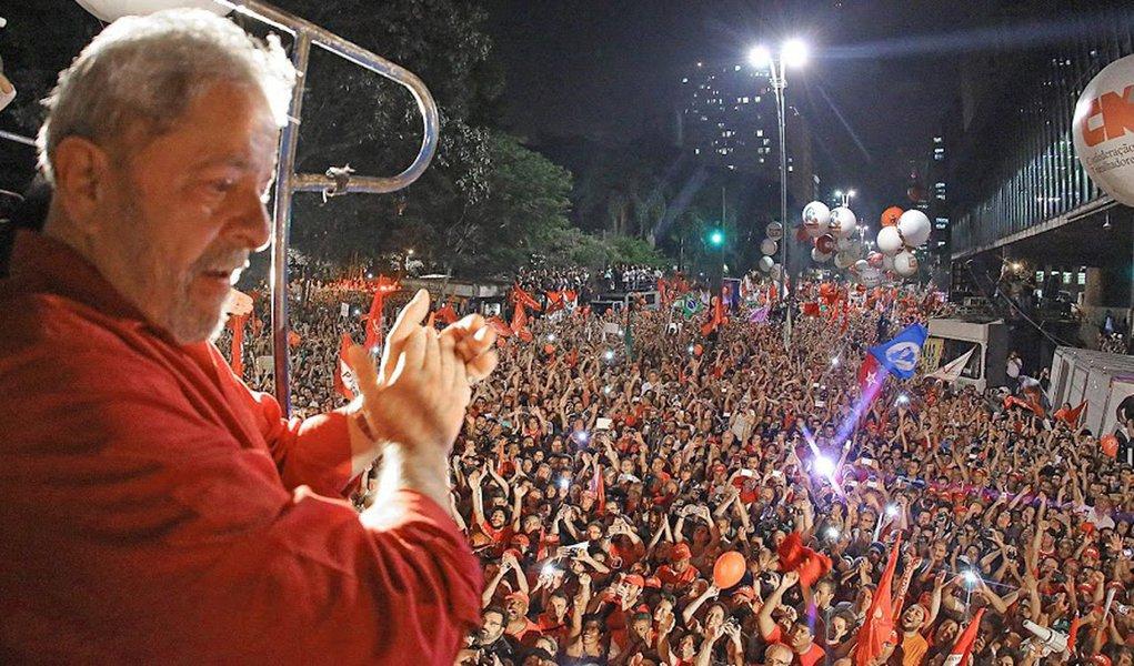 Se a Bahia fosse o Brasil, Lula seria eleito no primeiro turno nas eleições de 2018; Na Bahia, segundo o Instituto Paraná Pesquisas, Lula tem 48,9% da intenção de votos; Jair Bolsonaro tem 12,9%; Marina Silva 8,8%; Ciro Gomes 6,2%; Geraldo Alckmin 4,4%; Alvaro Dias 2,3%; Henrique Meirelles 1%; e Manuela D'Ávila 0,5%