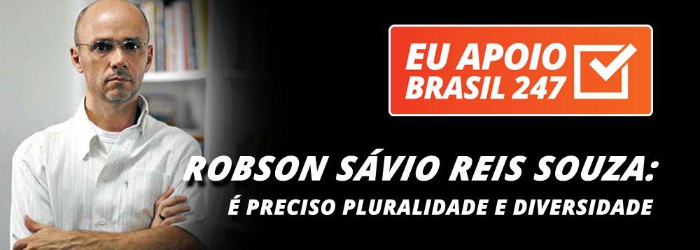 """O cientista político Robson Sávio Reis Souza, professor da PUC-MG, apoia a campanha de assinaturas solidárias do 247.""""No, Brasil nós temos dois gravíssimos problemas. Em primeiro lugar, a mídia hegemônica, a mídia empresarial, está concentrada nas mãos de pouquíssimas pessoas.Além disso, nós não temos no Brasil nenhum mecanismo de controle público da comunicação, fazendo com que esses grupos midiáticos e empresariais passem a sua visão de mundo e queiram dominar a agenda pública.É por isso que é preciso insistirmos numa comunicação mais plural e mais democrática"""", diz ele"""