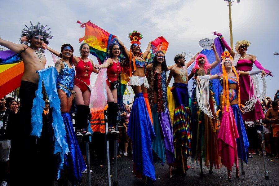 Segundo os organizadores, o desfile dos trios elétricos pelas principais vias de Madureira, às 19h, deverá atrair um público de 1,2 milhão de pessoas; antes disso, estão previstos vários shows, entre eles, as apresentações das cantoras Ludmila e Lexa
